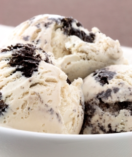 Cookies and Cream No Churn Ice Cream image